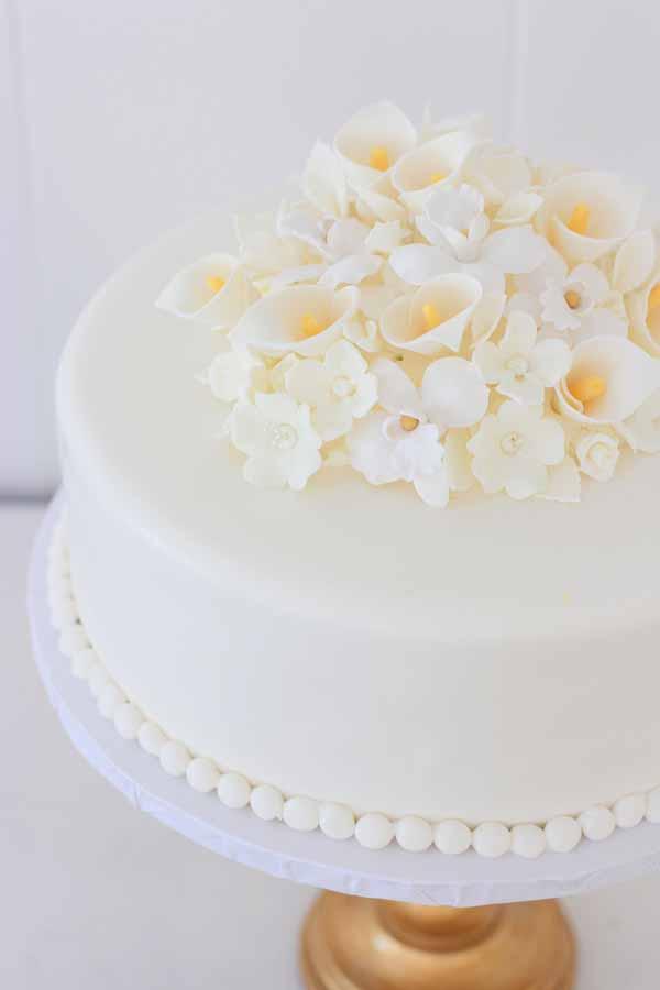 gumpaste flowers fondant round sheet cake
