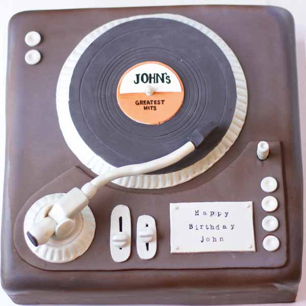 fondant record player cake