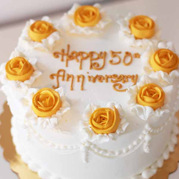 golden 50th anniversary round cake