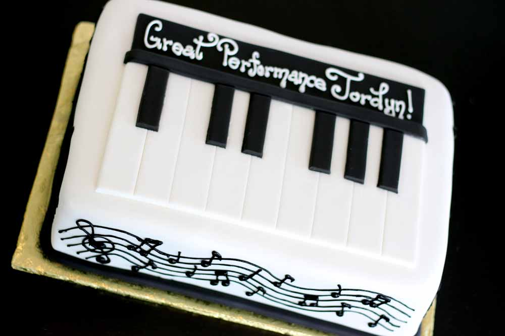fondant piano and music note sheet cake for a recital